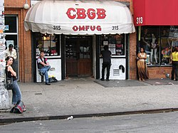 CBGB, casa noturna na qual os Ramones iniciaram sua carreira  junto a bandas como Television, Blondie, Patti Smith e Talking Heads.