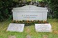 Ransäters kyrka Elanders grav.jpg