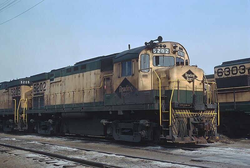 File:Reading 5202 (C424) Rutherford Yard, Harrisburg, PA on May 10, 1970 (21829140763).jpg