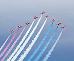 Red Arrows 4 (14206587050).jpg