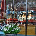 Reflections in Bergen havn - panoramio.jpg