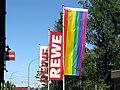 Regenbogenfahne am Rewe in Freiburg-Vauban.jpg