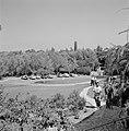 Rehovot. Weizmann Institute enkele medewerkers van het instituut op weg naar he, Bestanddeelnr 255-3884.jpg