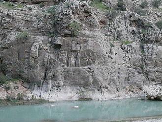 Firuzabad, Fars - Image: Relief Ardachir Ist (Firuzabad II) V1