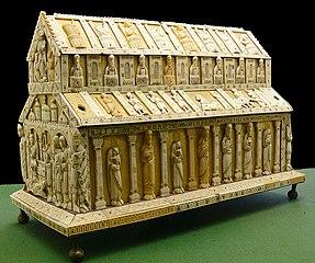 Reliquary Cologne 13th century.jpg