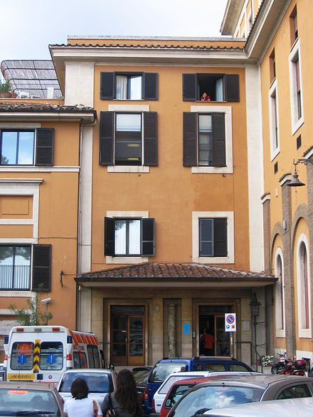 Entrance of the Fatebenefratelli Hospital (Ospedale Fatebenefratelli) Roma - Fatebenefratelli.JPG