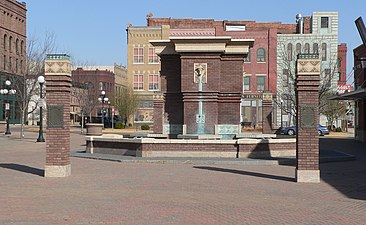 Roth Fountain (Sioux City) from W 1.JPG