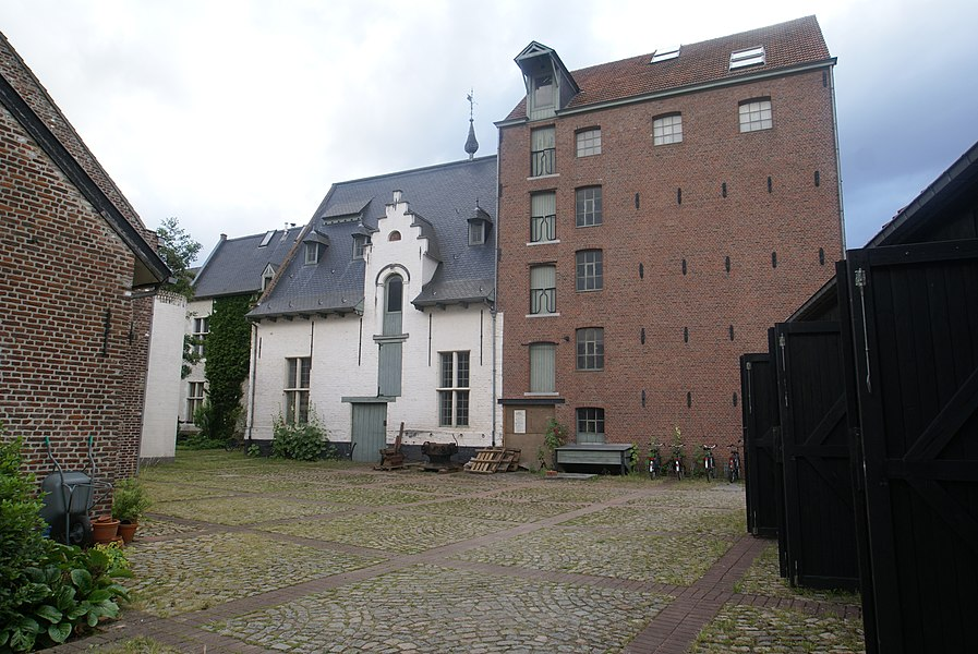 Rotselaar (Belgium): Court yard of the Rotselaar Water Mill at the Winge River