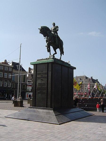 File:Ruiterstanbeeld Koning Willem II.JPG