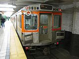 ... ブロードウェイ線の地下鉄電車