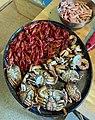 SJØMAT SKALLDYR Kokte taskekrabber (Cancer pagurus) sjøkreps (Nephrops norvegicus) reker (Pandalus borealis) Vestfold. Cooked sea food Edible crab Langoustine Shrimp Norway September 2021IMG 1846.jpg