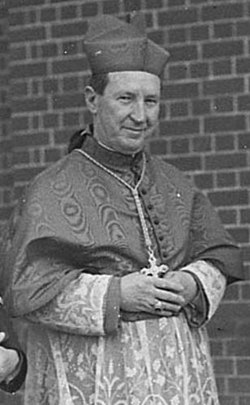SLNSW 34631 Cardinal Gilroys visit to Christian Brothers Training College Strathfield (cropped).jpg