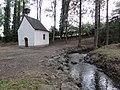 Salesches (Nord, Fr) chapelle des Près, ruisseau Saint-Georges.JPG