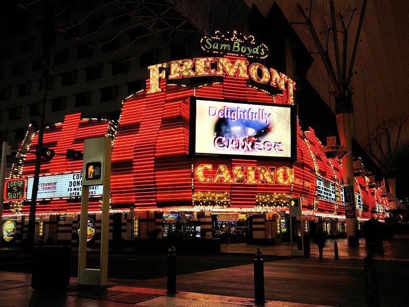 File:Sam Boyd's Fremont Casino on empty night.jpg