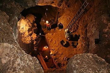 English: Excavations at the cave of Santa Ana ...