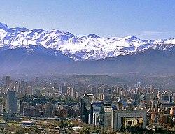 Vista da Cordilheira dos Andes desde Santiago.