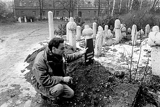 Siege of Sarajevo - Dutch reporter Robert Dulmers at Hakija Turajlić's graveside, Ali Pasha Mosque, March 1993