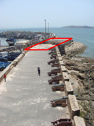 """Castelo Real - The Castelo Real was located at the end of the 18th-century fortifications called """"Scala del Mar"""" (in red)."""