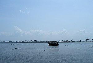 Scenes fom Vembanad lake en route Alappuzha Kottayam36.jpg