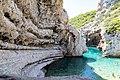 Schwimmbereich an der Bucht Stiniva auf Vis, Kroatien (48694022267).jpg