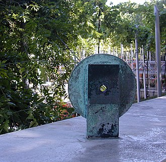Sculptures Bachelard - Image: Sculpture viseur 6 Rond