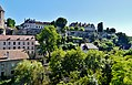 Semur-en-Auxois Stadtmauern 1.jpg