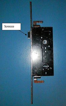 Foto di una serratura a doppia mappa