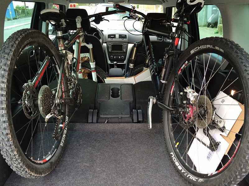 File Skoda Yeti With Two Mountainbikes In The Trunk Jpg