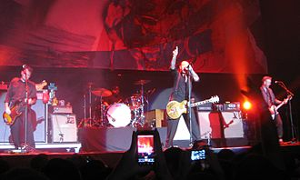 Social Distortion - Image: Social Distortion 2011 12 11 04