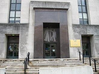 Wilbur J. Cohen Federal Building - Image: Ssa bldg north entrance