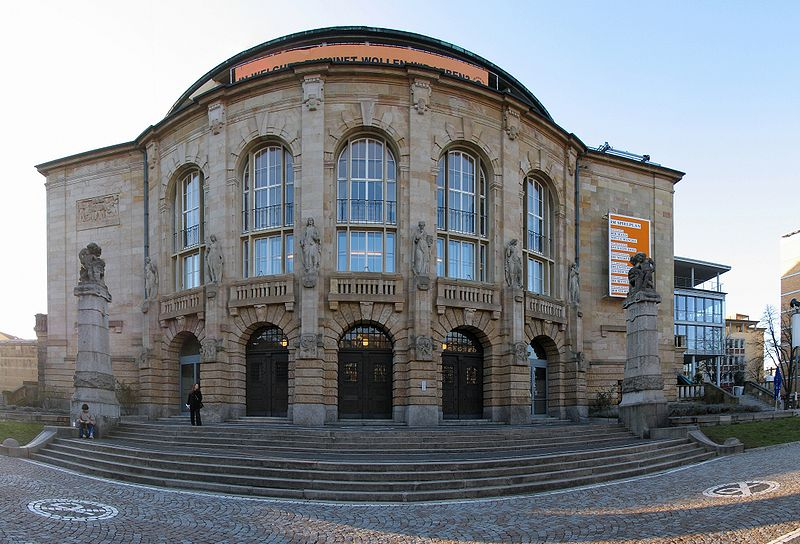 http://upload.wikimedia.org/wikipedia/commons/thumb/a/a7/Stadttheater_Freiburg.jpg/800px-Stadttheater_Freiburg.jpg