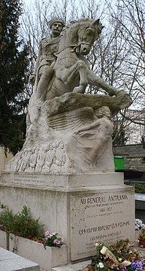 Statue General Antranik.jpg