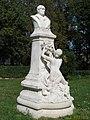 Statue du général de Courtais.jpg