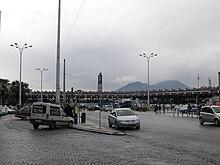 La piazza esterna della stazione
