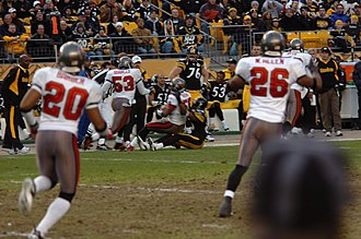 Ronde Barber - Barber (20) in a 2006 game against the Pittsburgh Steelers.