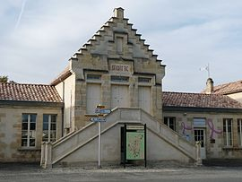 The town hall in Saint-Girons-d'Aiguevives