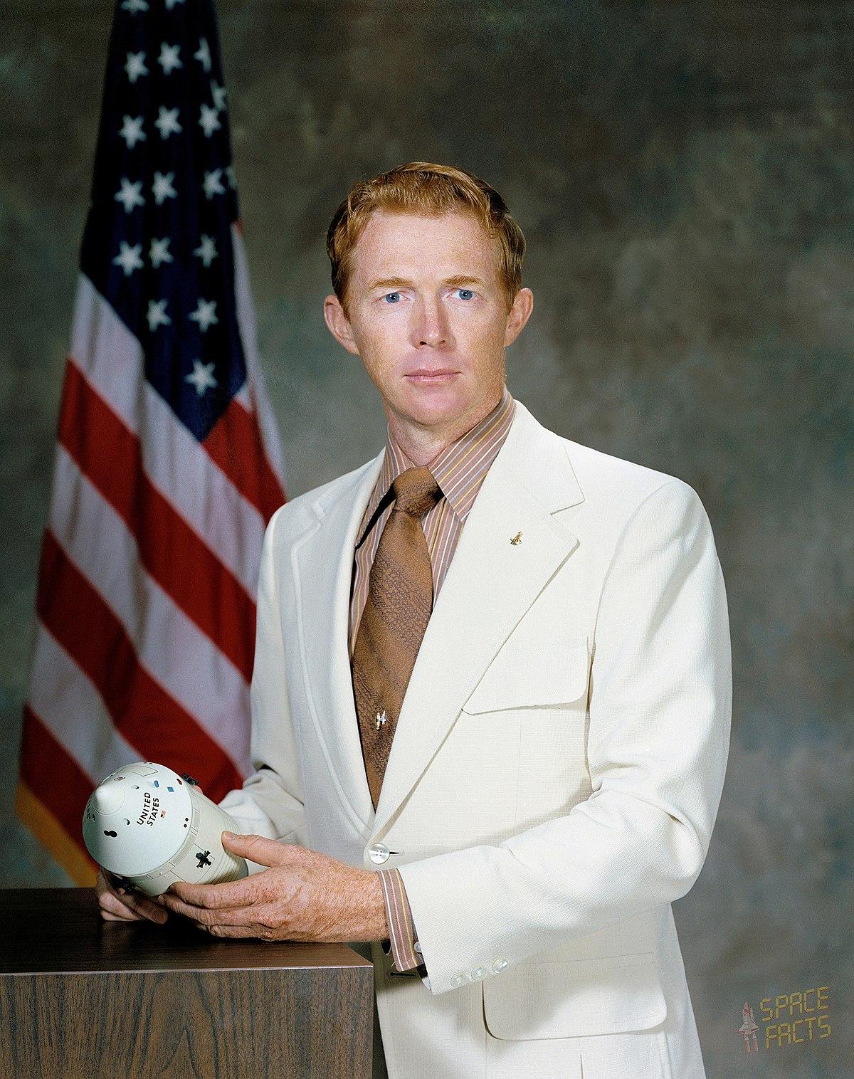 Stuart Roosa - Wikipedia