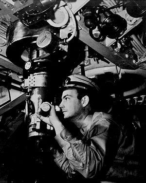 Американский офицер у перископа 1942