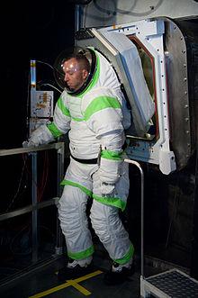 Suitport - Wikipedia