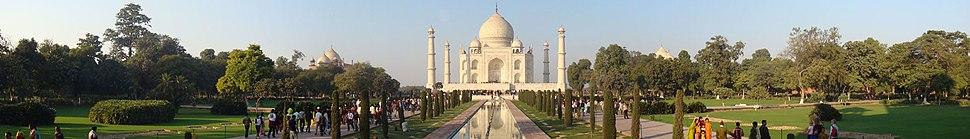 A panoramic view of Taj Mahal