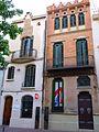 Tarrasa - Casa Baltasar Gorina (1902, derecha) y Casa Concepció Monset (1907, izquierda).JPG