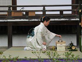 Que es....????? 280px-Tea_ceremony_performing_2