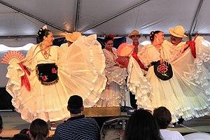 Texas Folklife Festival - Image: Texas folklife festival folklorico 2013