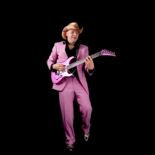 Ma petite présentation (et mon retour) 600px-Tim_Scott_Jackson_Soloist_Guitar