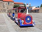 Tren turístico na praza de Fefiñáns. de Cambados. Galiza CA04.jpg
