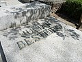 Tumba de Julián Besterio, cementerio civil de Madrid, detalle.jpg