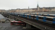 File:Tunnelbana på Söderströmsbron.webm