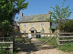 Tut Hill Farmhouse - geograph.org.uk - 420867.jpg