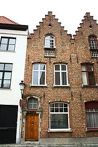 Twee diephuizen, neobarokke trapgevels - Moerstraat 32 - Brugge - 29493.JPG