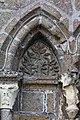Tympan sur la façade de la collégiale Saint-Évroult, Mortain, France.jpg